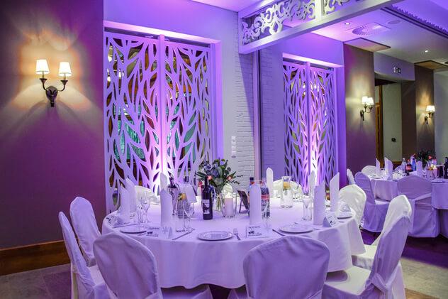 sala bankietowa światło fioletowe